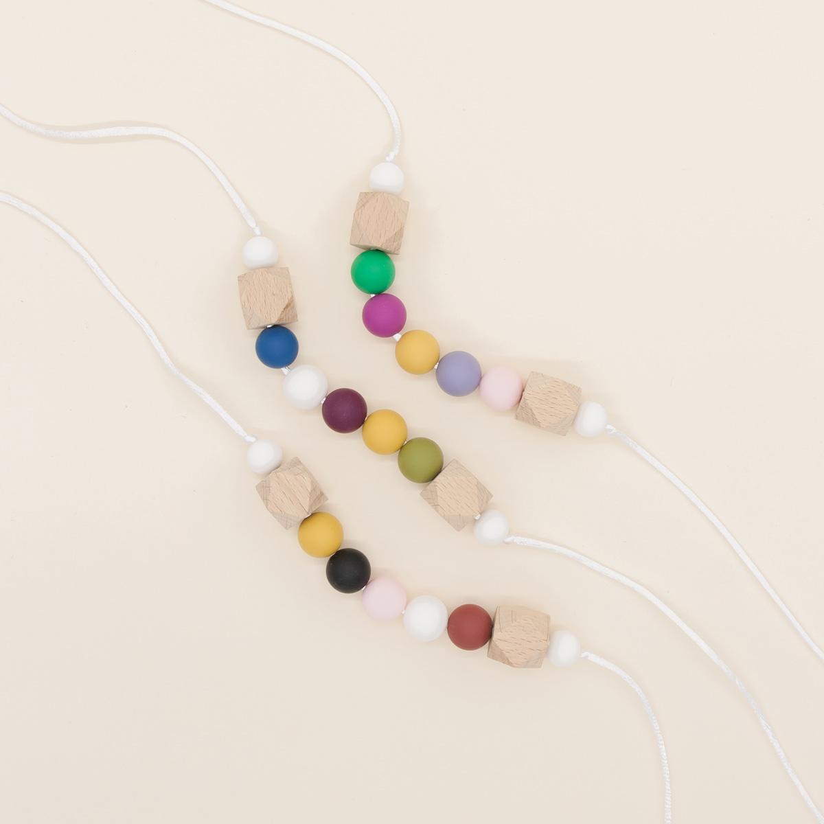Collar lactancia mordedor silicona BeMummy Color Block White